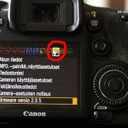 Päivitä tarvittaessa kameran firmware
