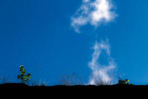 valkoinen pilvipilari sininen taivas
