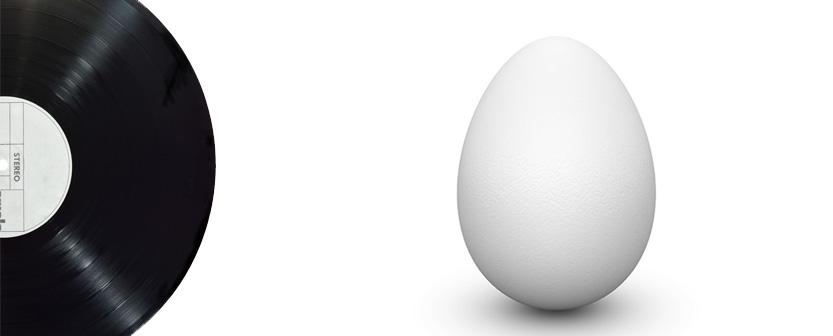 kuvattuna musta-levy-valkoinen-muna